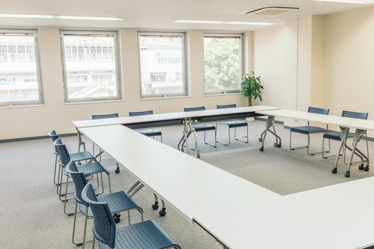 【高崎駅東口徒歩2分】研修・セミナー・教室におすすめの大規模スペースRoom3A FreeWi-Fi、フリードリンクあり。 の写真