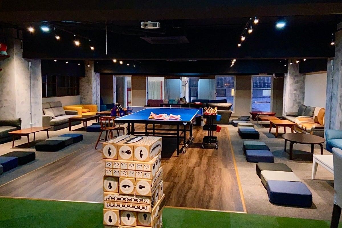 卓球バー パレット大阪心斎橋店 卓球台も使えるレンタルスペース 会議などにも広々スペース 照明調節 プロジェクタ の写真