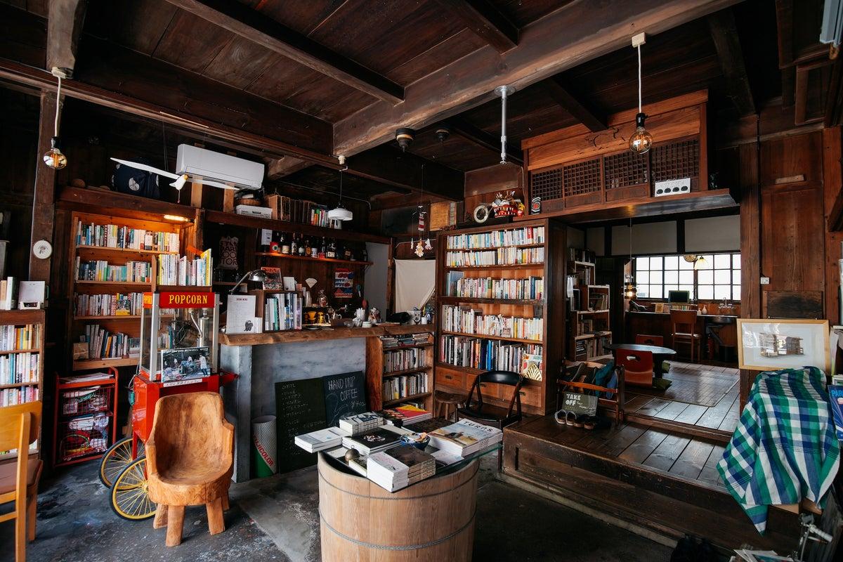 築90年の元船具店に5000冊の本。キッチン付。PV、MV、スチール撮影、会議室などに の写真