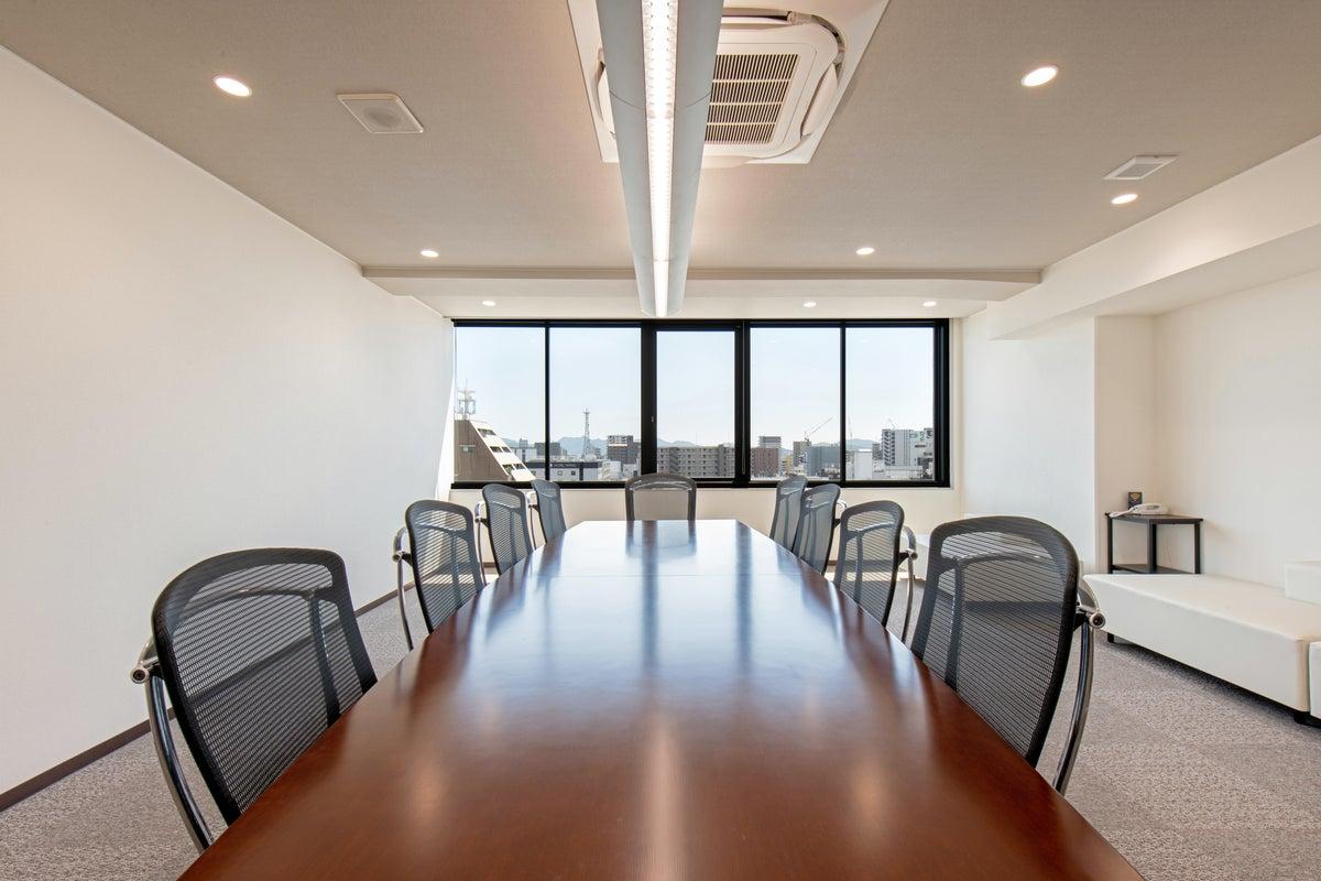 【姫路駅近】<ワンランク上の会議室>広々空間、Wi-Fi・有線回線あり!会議や打ち合わせに!【902】 の写真