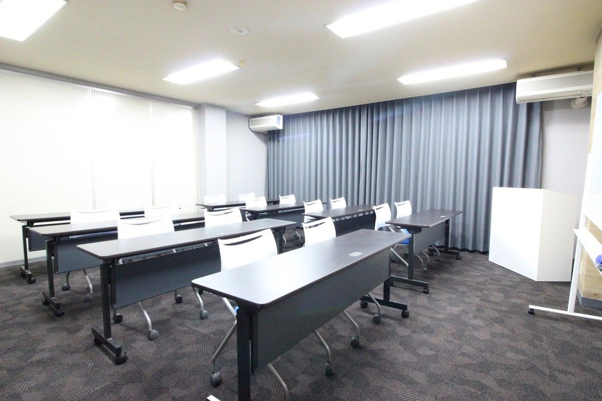 広瀬通【仙台協立第1ビル4階4-B貸会議室】16名様用 落ち着いた雰囲気の会議室です の写真