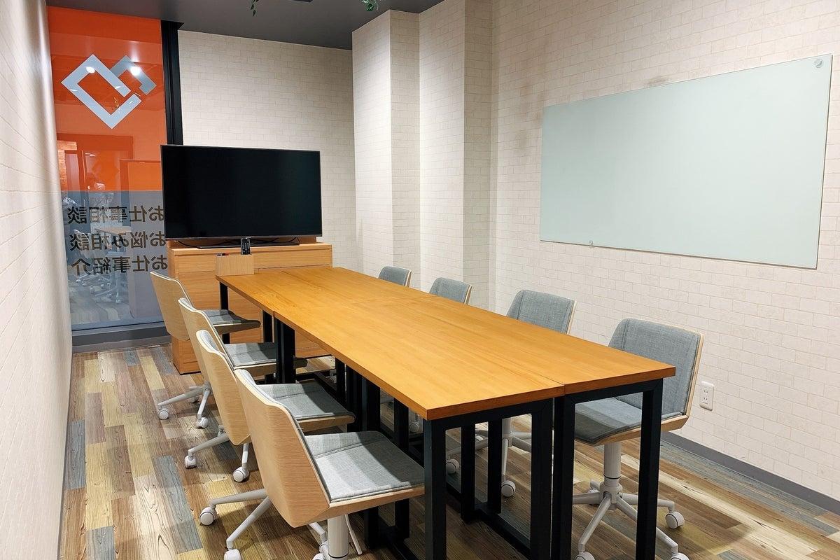 松戸駅 徒歩2分!新築でオシャレな会議室!最大8名で利用できます。説明会・勉強会・会議etcにぜひ! の写真