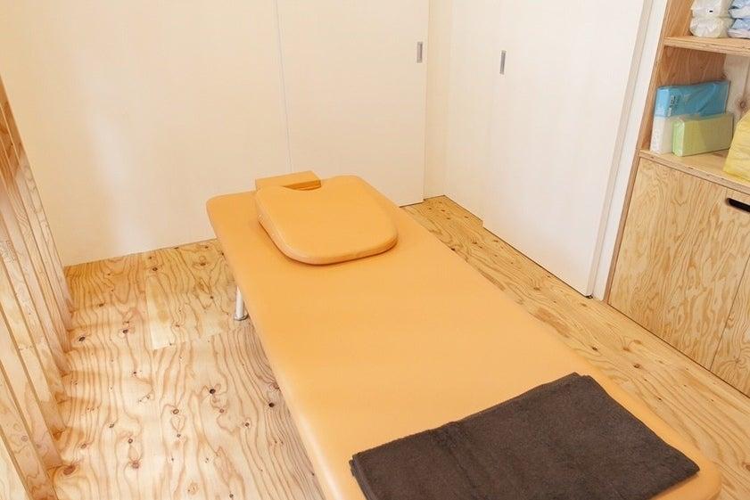 木目調でおしゃれなスペース。ヨガ・ピラティス・教室・トレーニング・リラクゼーションなどに利用など! の写真