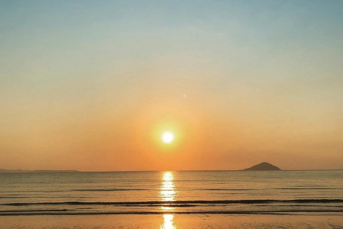 WiFiあり【車中泊・大型車Pあり】人気の糸島…深江海水浴場から徒歩1分の100坪の空地(駅から歩けます) の写真