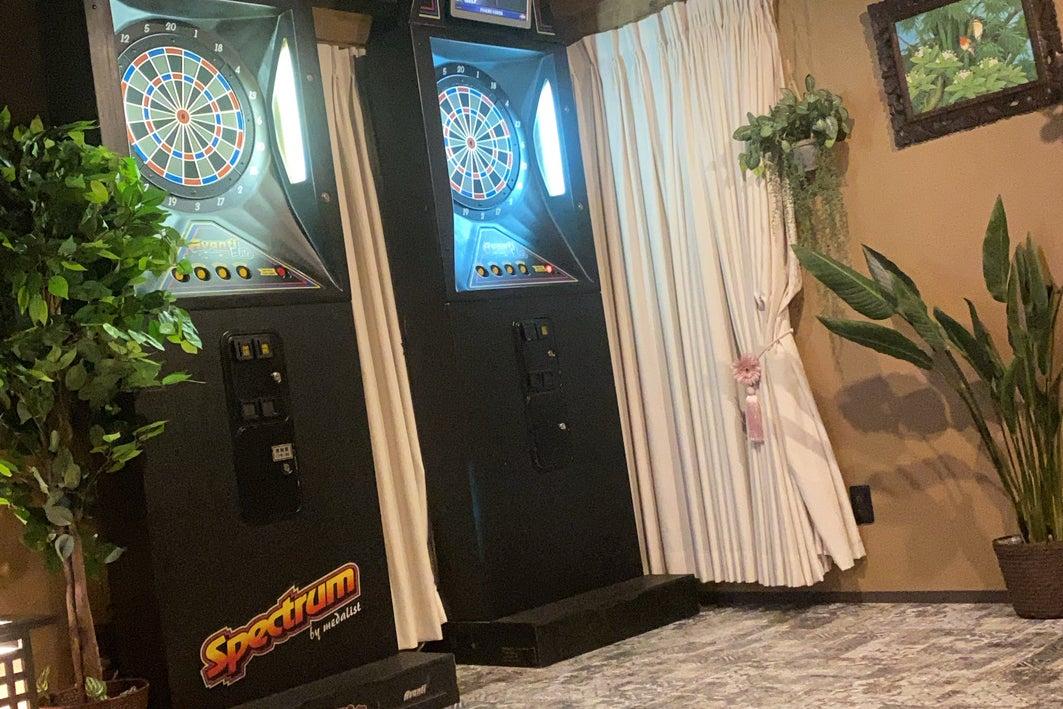 1つの空間にカラオケ、ダーツ、ビリヤード、TVゲーム、VR.卓球をご用意! の写真