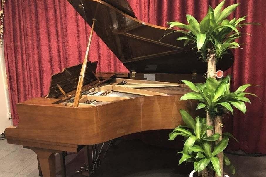 グランドピアノ、PA、照明設備を完備!音楽イベントに!(大音量のイベントは不可) の写真