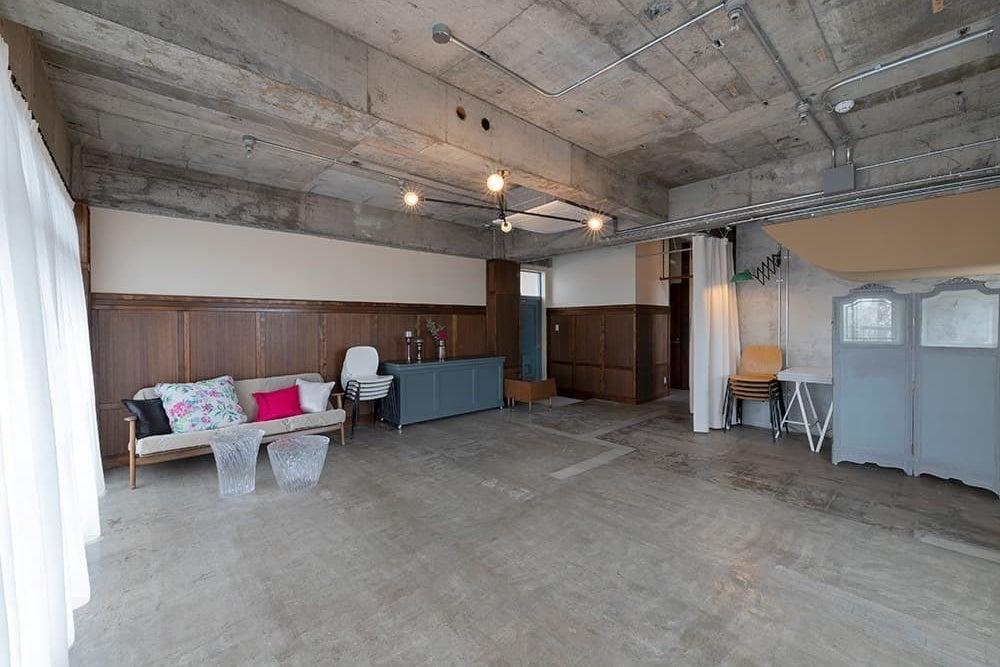 【窓あり 撮影等・教室等におすすめのフリースペース】1階にCafeもあるので便利です!最大15名着席可能。 の写真