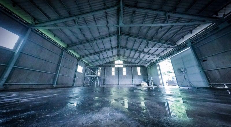 イベントに使用される特殊照明が設置してある、工場跡地の広いレンタルスペースです!