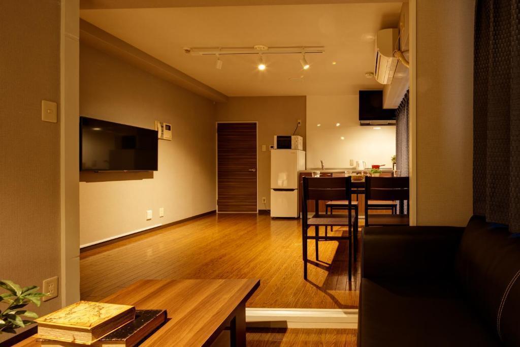 【e-stay namba(D)】★2LDK完全個室★広々空間でゆったり★家具家電あり★駅徒歩3分の好立地♪ の写真