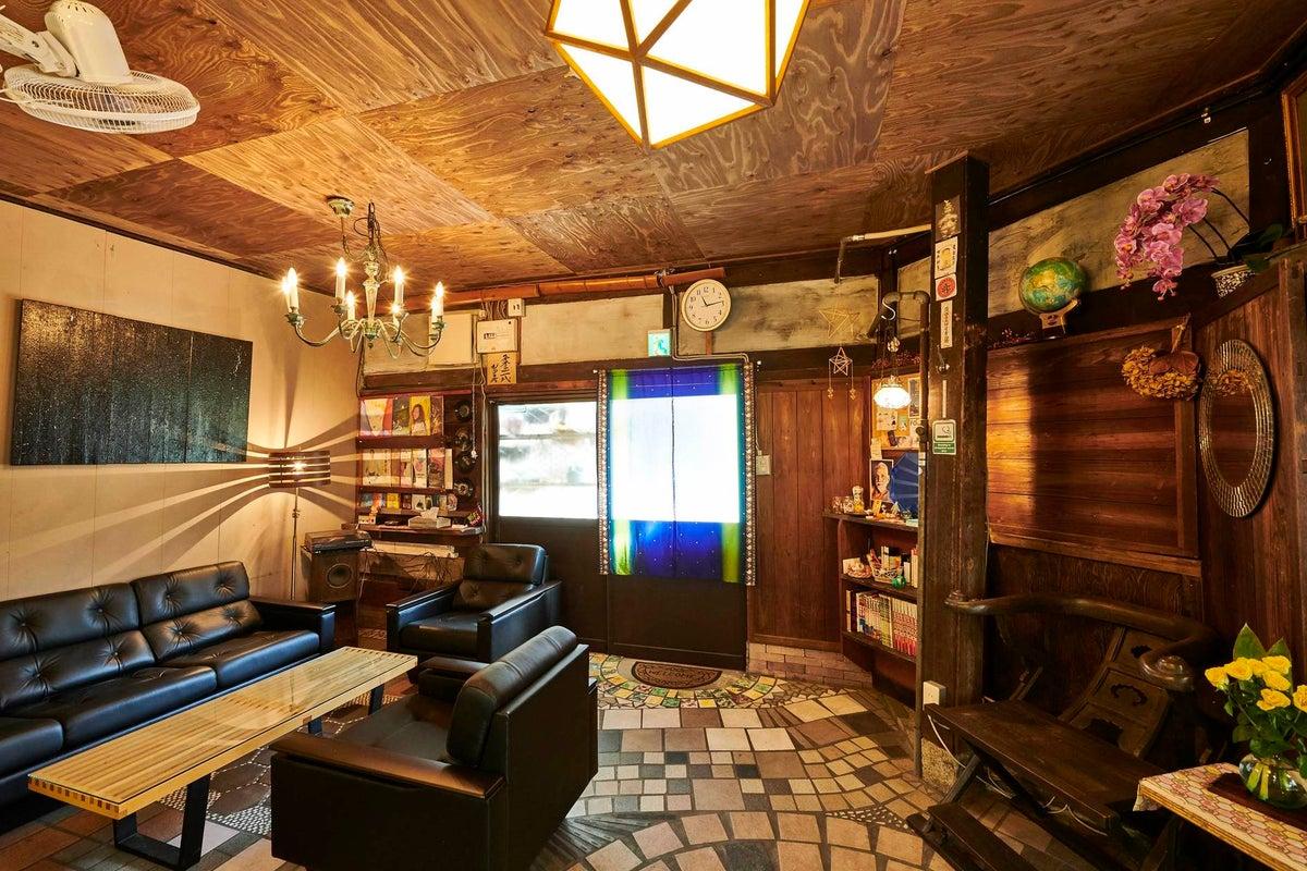 <丸々一軒家貸切>レンタルサロン  カマドのある土間スペースでリラックス の写真
