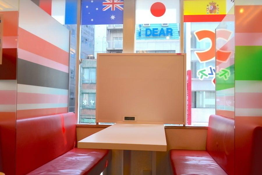 【渋谷駅徒歩2分】ホワイトボード付きの半個室!打ち合わせ利用や個別指導の利用にいかが?
