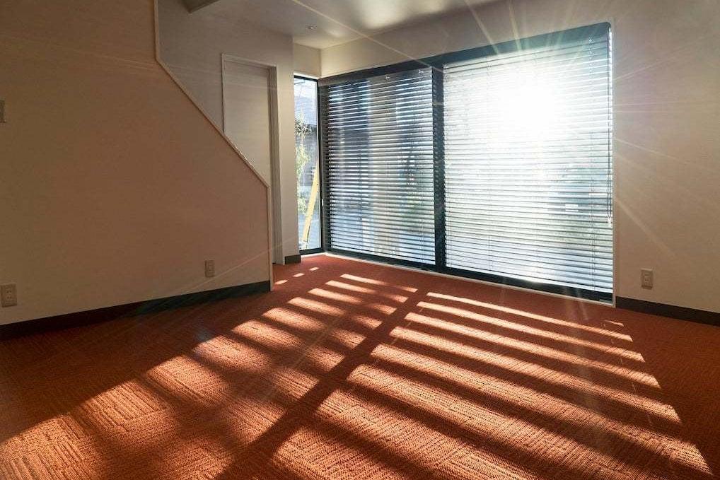 【多目的スペース】個人塾、セミナー、ギャラリースペース等に。西側窓には写真撮影にも対応した遮光カーテン付き! の写真