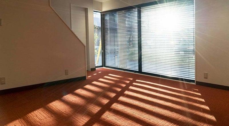 【多目的スペース】個人塾、セミナー、ギャラリースペース等に。西側窓には写真撮影にも対応した遮光カーテン付き!