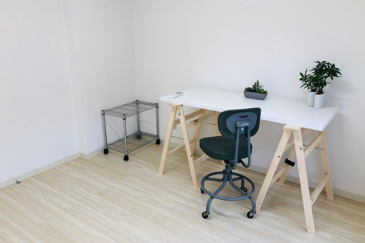 【SUH/ワークスペース212B】<1日貸し>完全個室型のレンタルオフィス!在宅勤務・テレワークの場所をお探しの方へ! の写真