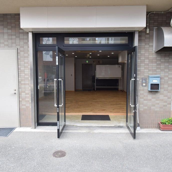 マンションの1階に入口があります。定期的な換気も十分にできます