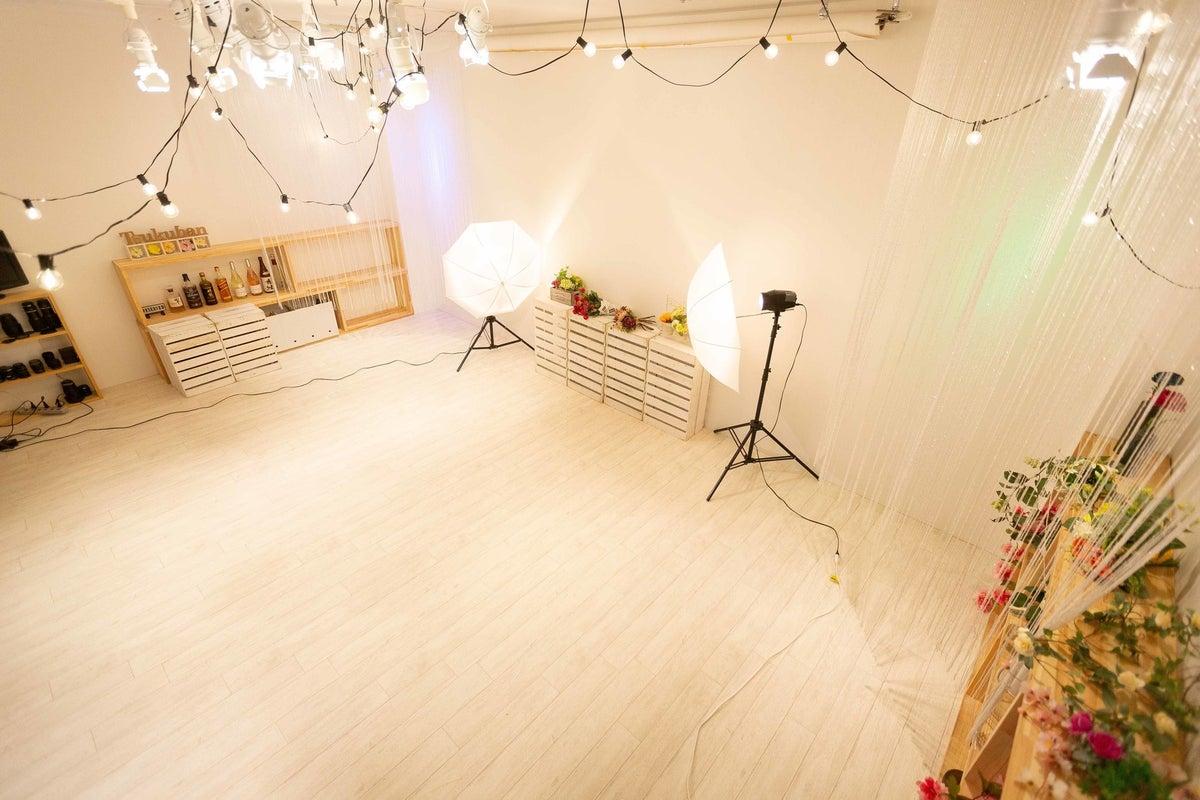 個人・企業映像写真撮影対応。Wi-Fi、プロジェクター完備。セミナーや研修等OK。女子会・ママ会におすすめなイベントスペース の写真