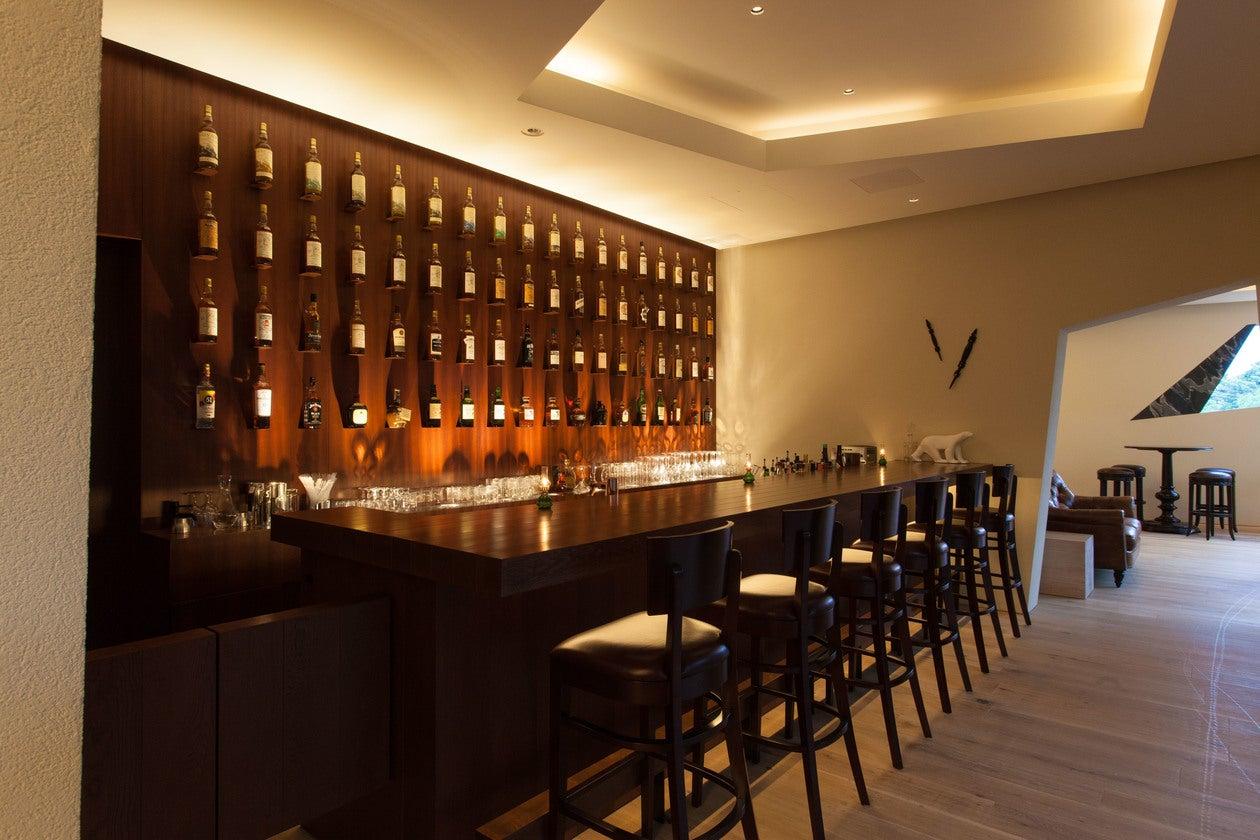 【山梨】有名建築家デザイン。ウィスキーに囲まれた極上空間(Nakamura Whiskey Saloon / 中村ウィスキーサルーン) の写真0