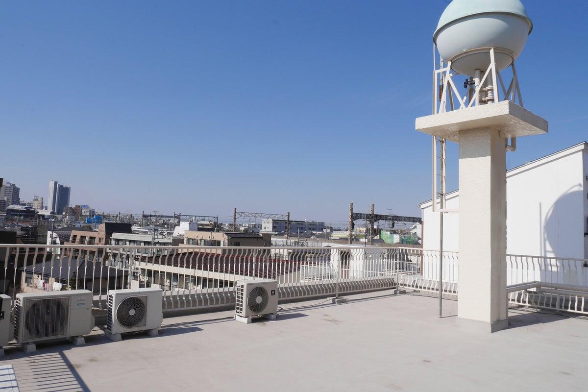 屋上【阿佐ヶ谷駅徒歩1分・新宿から8分】隣は釣り堀。撮影、ロケ、ピクニック、コスプレに。 の写真