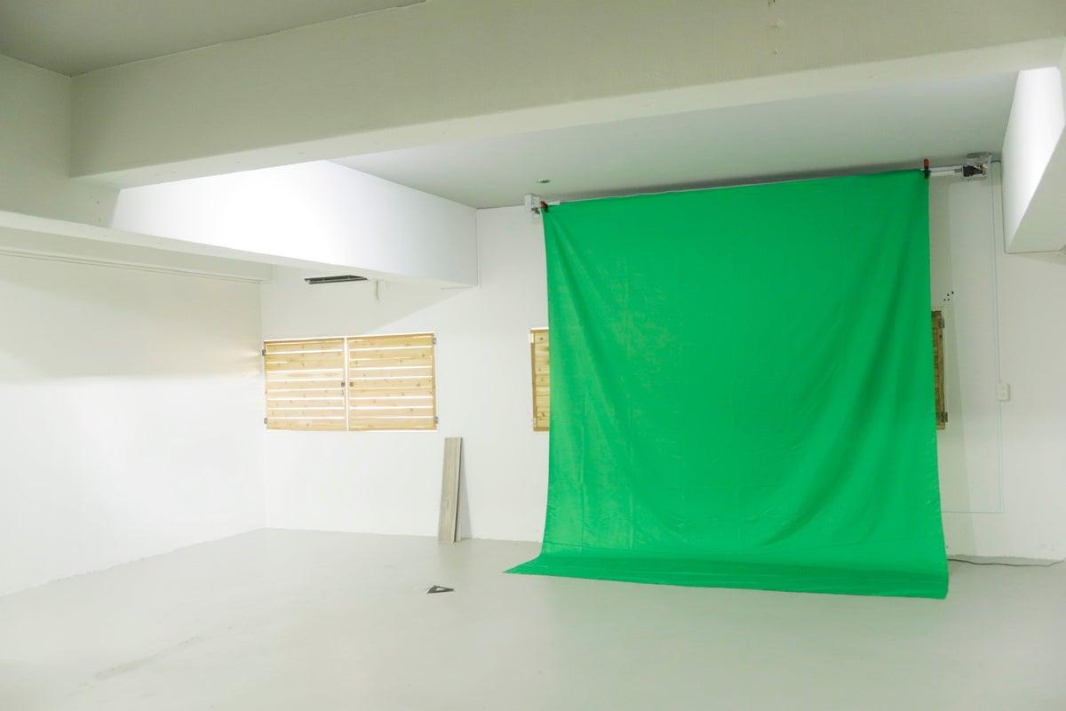 メイクスペース2箇所、自然光での撮影も可。 25坪の広々スペースです。 の写真