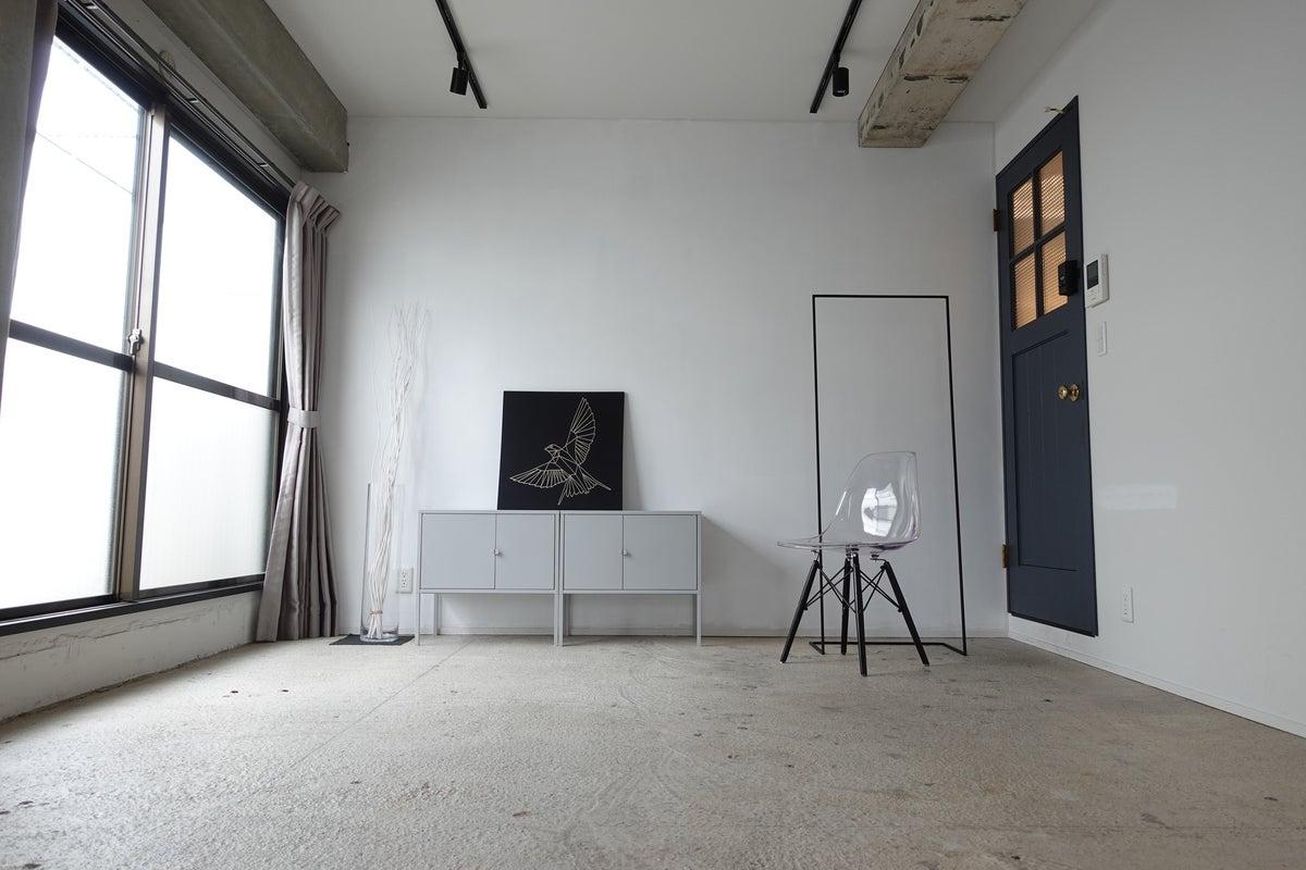 モノトーン白壁撮影スタジオ!スチール撮影、動画撮影、会議などに!(Aスタジオ) の写真