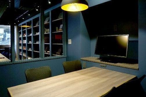 最大4名入室!電源/Wi-Fi/ドリンクバーあり/モニター無料貸出/完全個室(RoomA) の写真