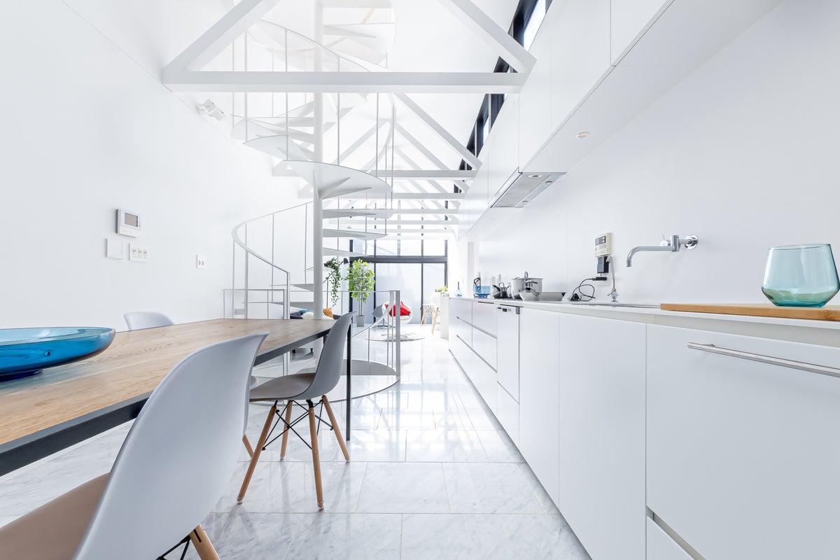 H2.[天井高3.8M・100㎡]贅沢な光×白を基調としたスタイリッシュ空間 一軒家ハウススタジオ の写真