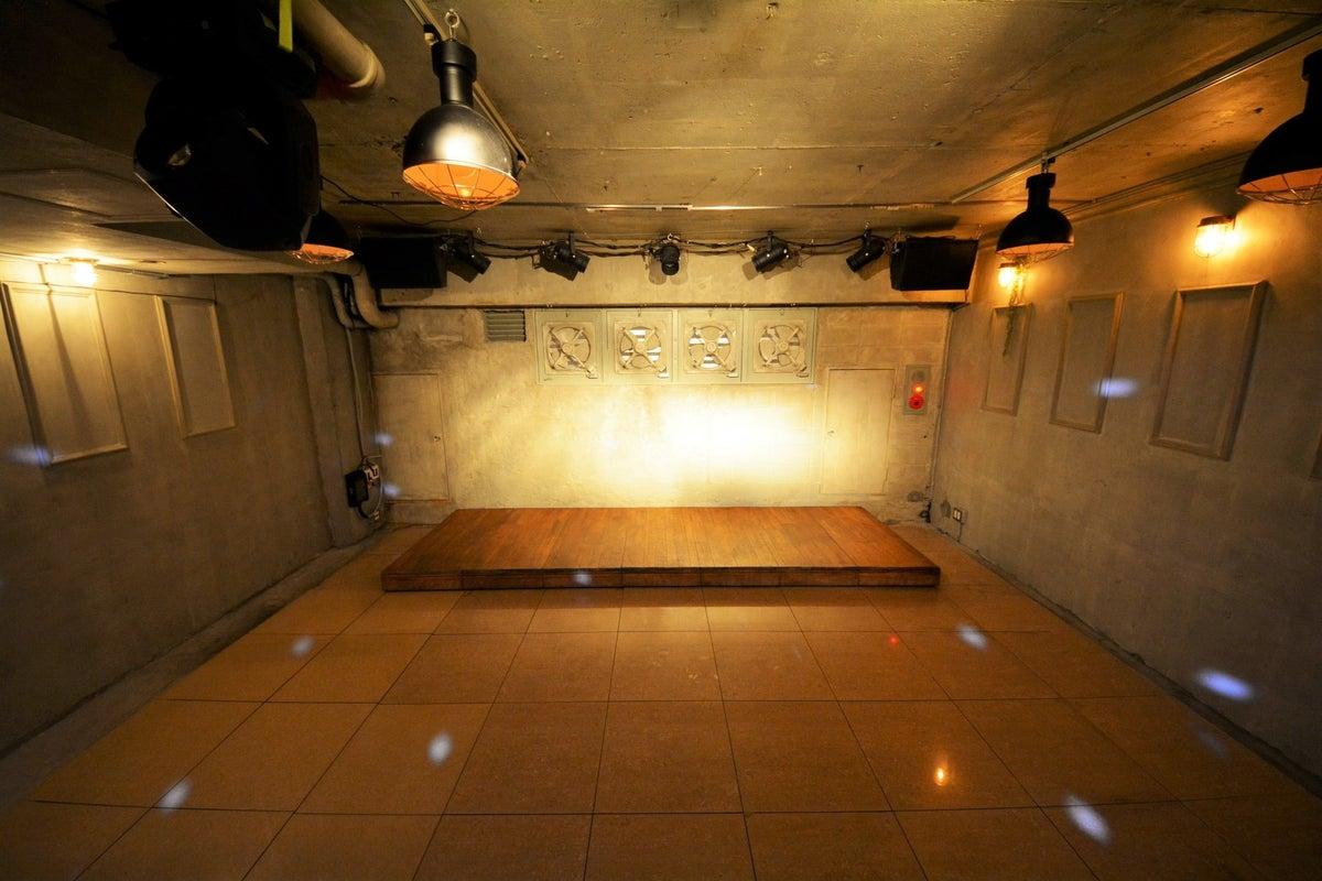【ステージ有】機材持ち込みOK / ステージ・音響・照明設備有/各種撮影・配信に【インダストリアルデザイン】 の写真