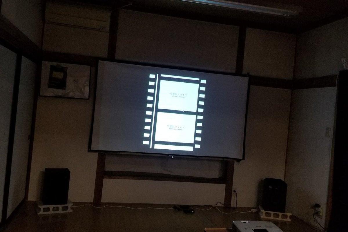 上映会・映画鑑賞、オンラインライブ鑑賞等用途のスペースです。お持ち込みの市販DVD、BDも可。 の写真