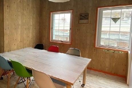6人用会議室(SFルーム)さわやかな空気が漂うサンフランシスコ風ミーティングルーム。ワークショップにもぴったり。 の写真