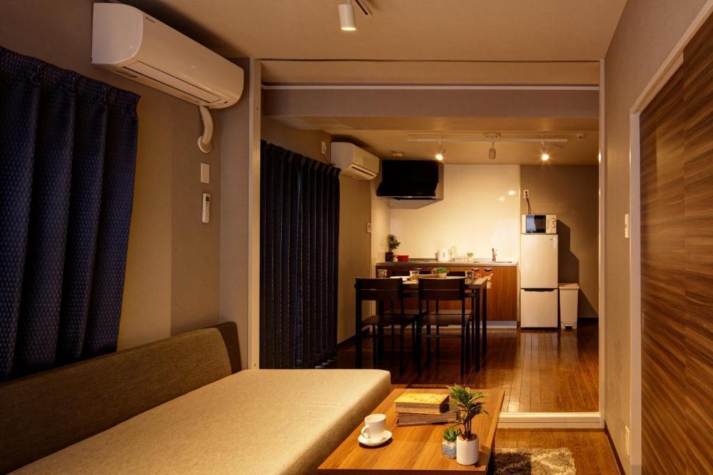 【e-stay namba (Play Room)】5名様まで宿泊可!ボードゲームで遊べる★2LDK完全個室★広々空間★家具家電 の写真
