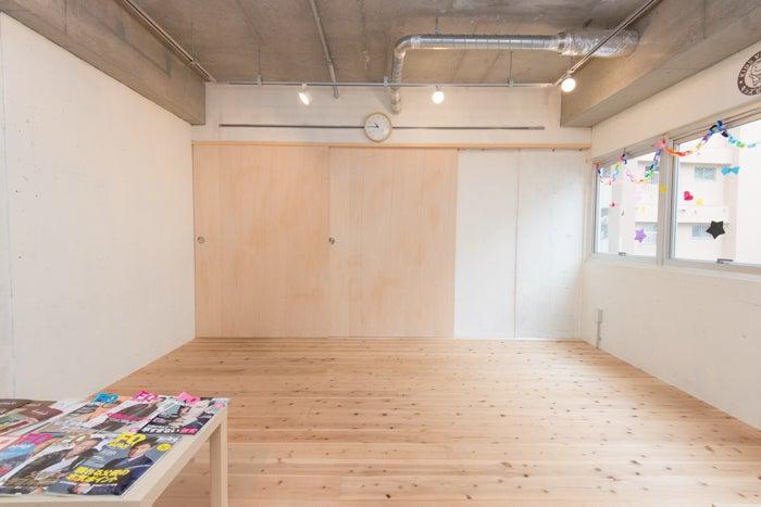 無垢の杉床スペース、キッチンとの襖を閉めることでステージとしても利用できます