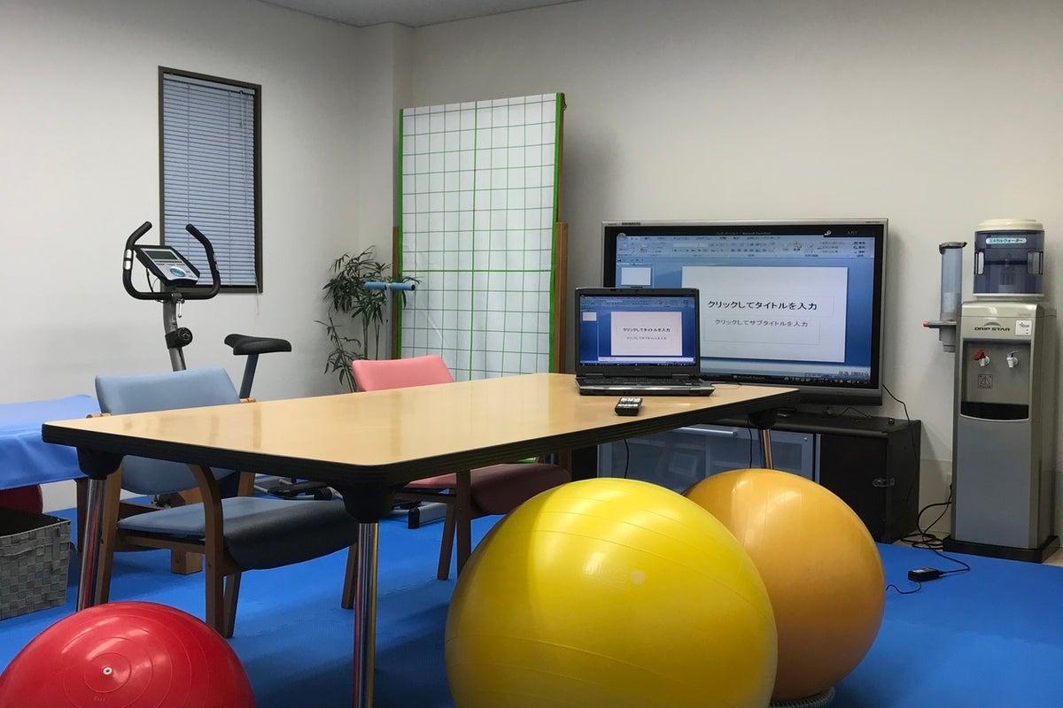 施術ベッド・全身鏡・トレーニング用品付き 会議室 の写真