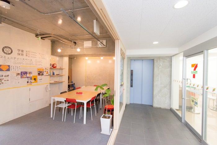 【川口駅徒歩2分】お子さま連れパーティーに最適!設備が充実したキッチン付き無垢の杉床フローリングスペース! のサムネイル