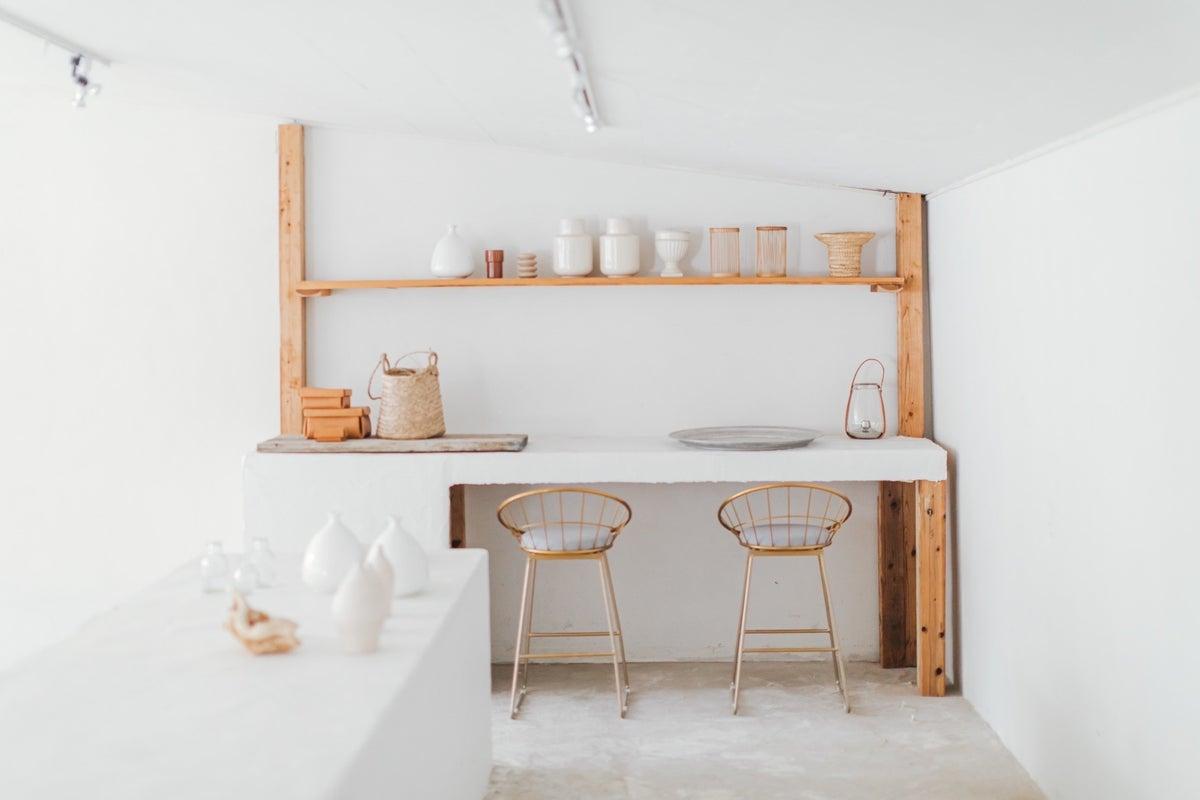 空間のレンタル、家具を自由にレイアウト、東別院・鶴舞徒歩圏、モルタル白×ベージュ壁床、デザインチームのアトリエをスタジオに の写真