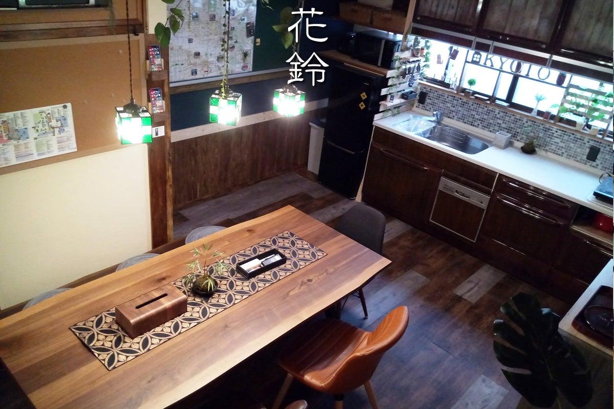 🎆京都駅3分の好立地!🎆お洒落カフェ風☕ダイニングが大人気の贅沢戸建て🏠✨ 巨大スクリーンで最新曲PVを流して最高に盛り上がる🎉 の写真