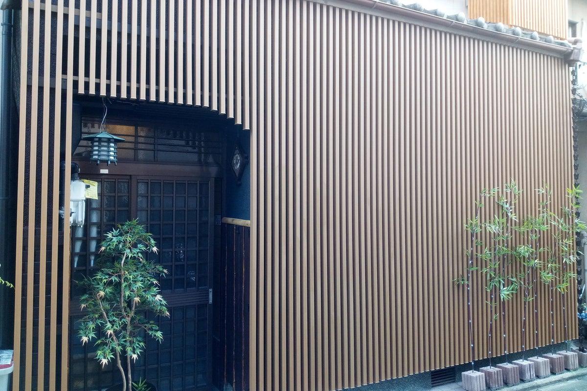 🎆京都駅3分の好立地!🎆お洒落カフェ風☕ダイニングが大人気の贅沢戸建て🏠✨ 巨大スクリーンで最新曲PVを流しながら気分も最高🎉  の写真