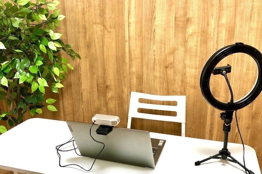⭐️光回線導入!⭐️★コロナ対策中・換気可能★新大阪駅東口〈イシュタル会議室〉✨明るいカフェのような会議室✨テレワーク/セミナー の写真