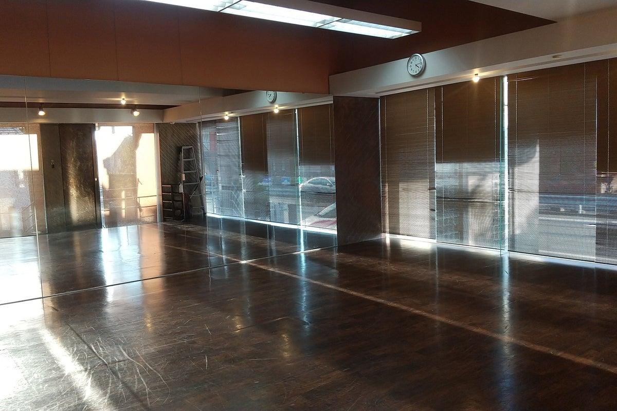 ダンス ヨガなどレッスンの開催や個人練習にも最適なスペースです。 の写真