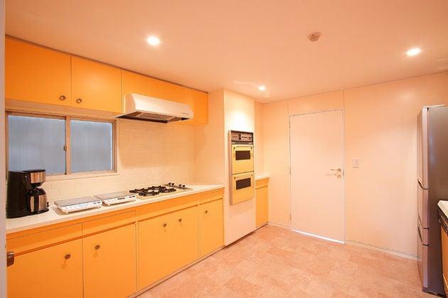 A,B,C-room 1階共用キッチンのため、他のお部屋のお客様と譲り合ってお使いください♪ IH卓上コンロ2台あり(ガスコンロはご利用頂けません)