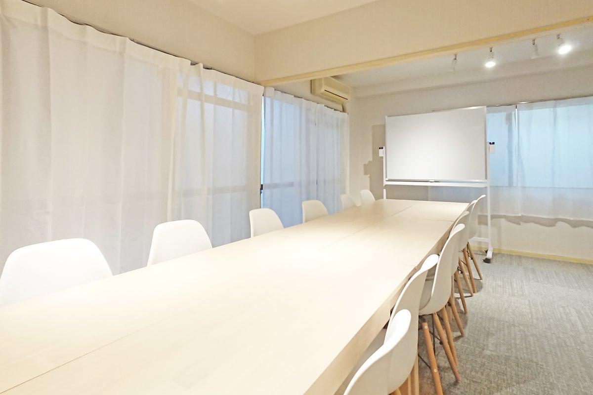 【銀山町5分!】完全個室/テレワーク/ホワイトボード・プロジェクター完備/シェアスペース「Drop by Kanayama」 の写真