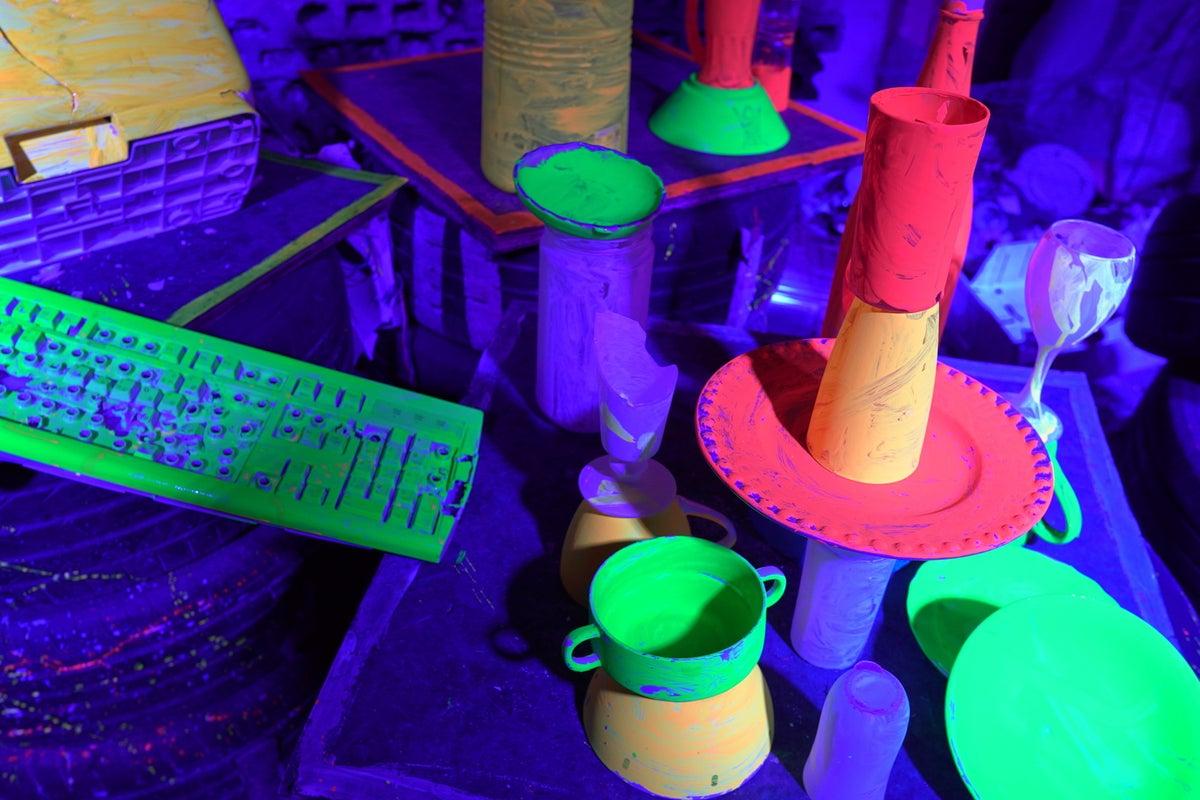 【池袋駅徒歩5分】物が壊せる?落書きし放題?斧投げ放題?超異世界空間の演出を可能にします! の写真