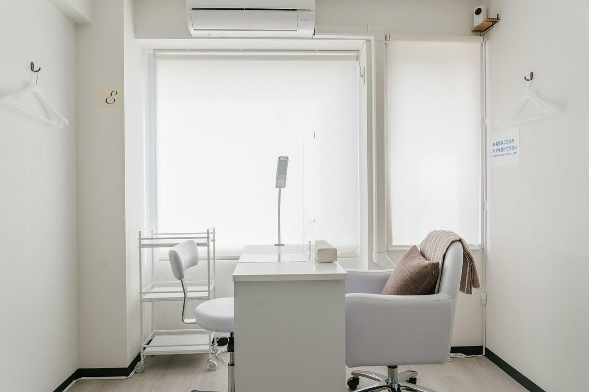 完全個室!ネイル、カウンセリング、メイクレッスンに最適なプライベート空間。飛沫防止パネル、アルコール消毒液、Wi-Fi完備。 の写真