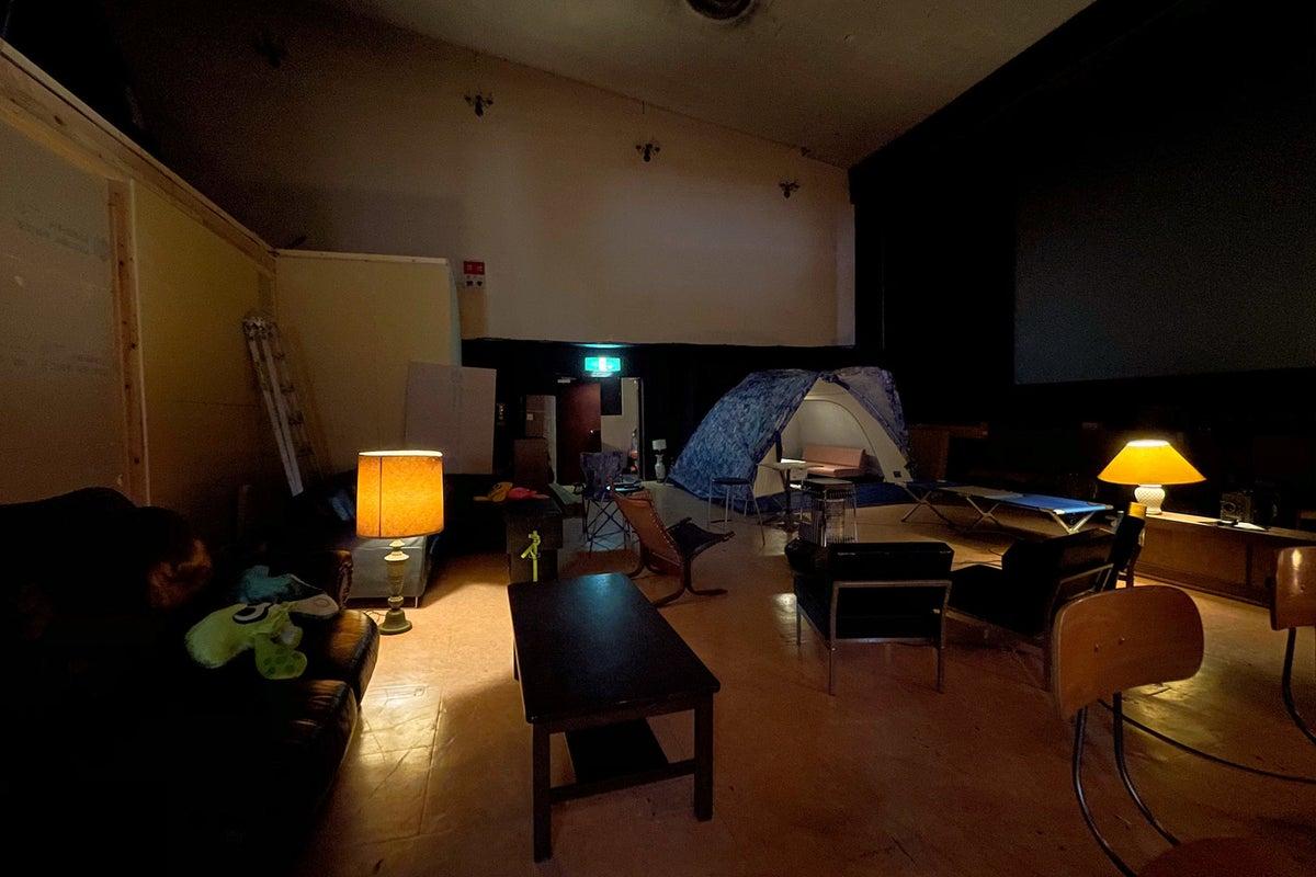 【御殿場駅前】インドアグランピング 300インチスクリーン、音響設備、キッチン有。ロケ・会議・セミナー・パーティなどに の写真