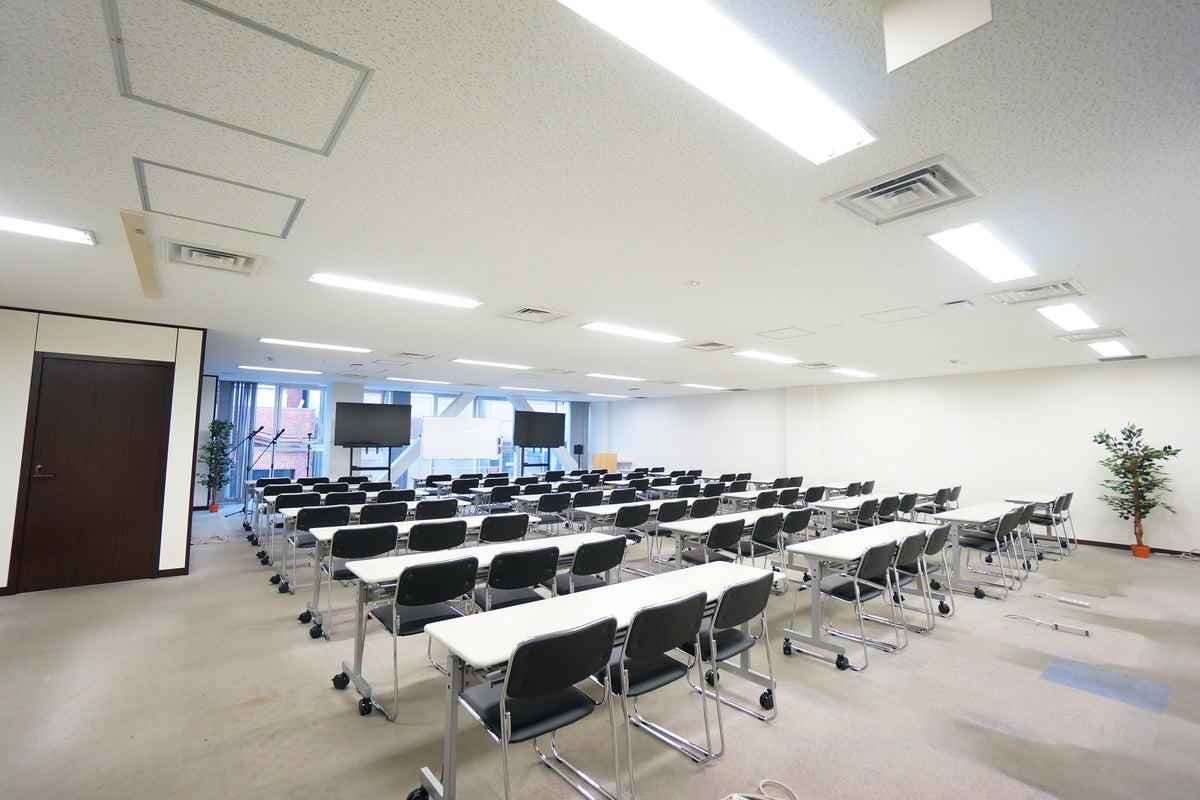 <平塚駅前シェアスペース グリーン3F>77名収容!光回線Wi-Fi無料!マイク/大型モニタ/スクリーンあり!セミナー/研修 の写真