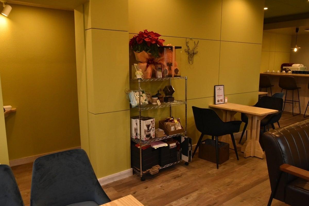 完成したばかりのカフェ店内・駐車場をイベントやセミナー会場としてお使い頂けます! の写真