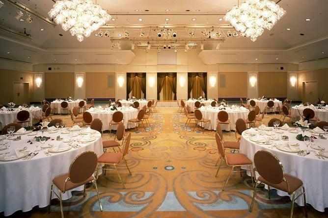 【舞浜】気品あふれる宮殿の雰囲気を演出。ご結婚披露宴、パーティー、ディナーショーに最適!!(クラウンボール) の写真