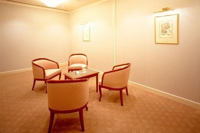 【舞浜】ゆるやかな時間が流れる落ち着きのあるお部屋。少人数でのご会食、立食パーティにオススメ!! の写真