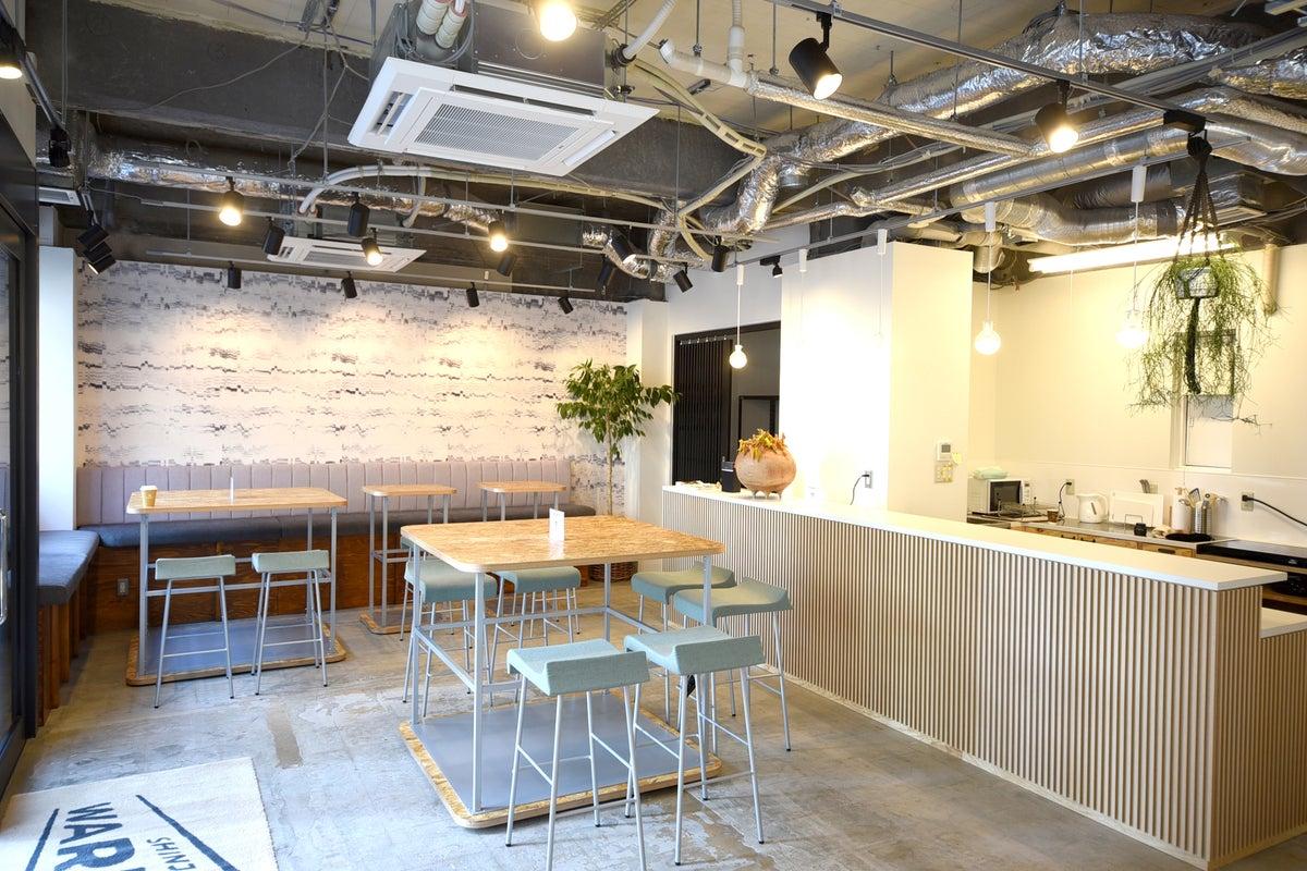<新宿ワープ>【JR新宿駅徒歩10分】キッチン・音響設備付き貸切スペース!撮影、オフサイトMTG、懇親会、会議、勉強会などに♪ の写真