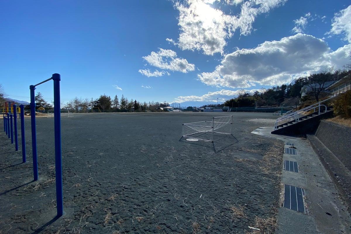 清里高原の元小学校の校庭です - 八ヶ岳と南アルプスと富士山を望む快適なグランドです。 の写真