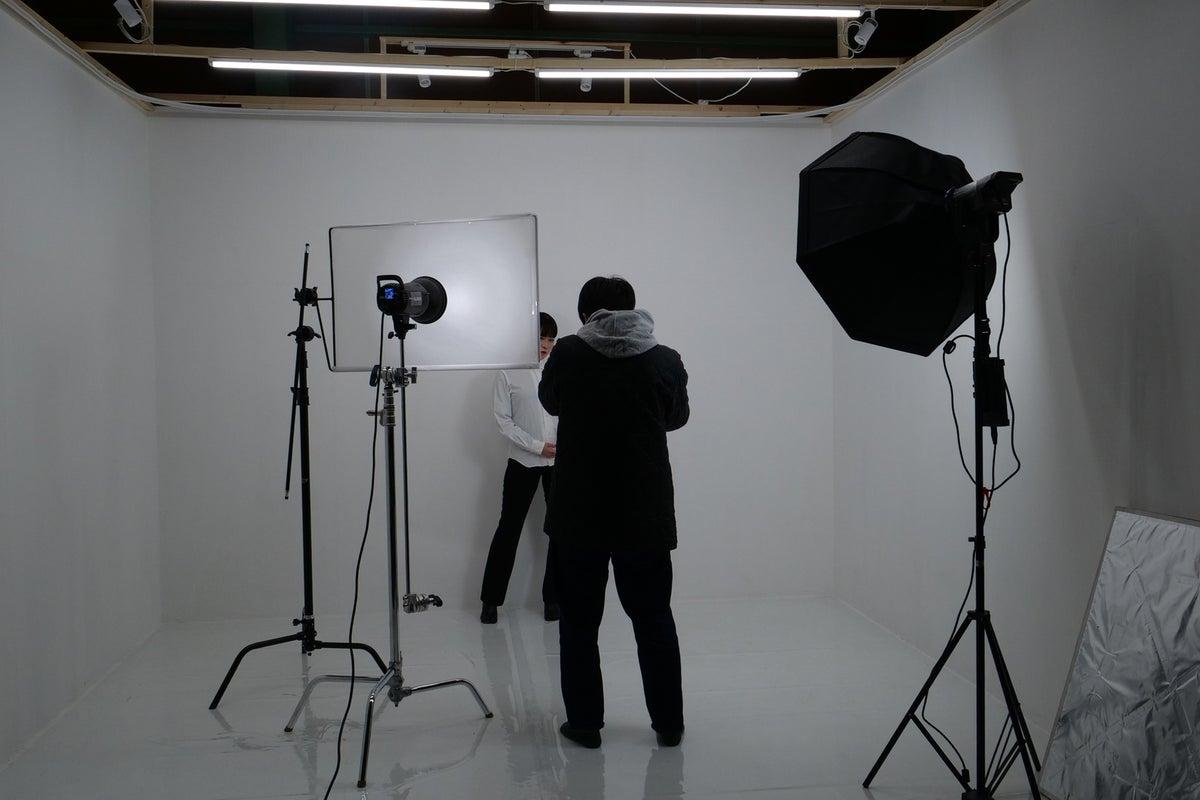 3面白ホリゾント!動画撮影・写真撮影に最適!24時間営業。機材も充実。1台駐車場あり。 の写真